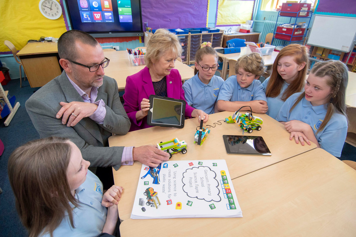 Zero Waste Scotland CEO Iain Gulland and Environment Secretary Roseanna Cunningham visited Glencairn Primary School in Motherwell on Wednesday (27 June, 2018) to launch the public consultation on a deposit return scheme for Scotland.