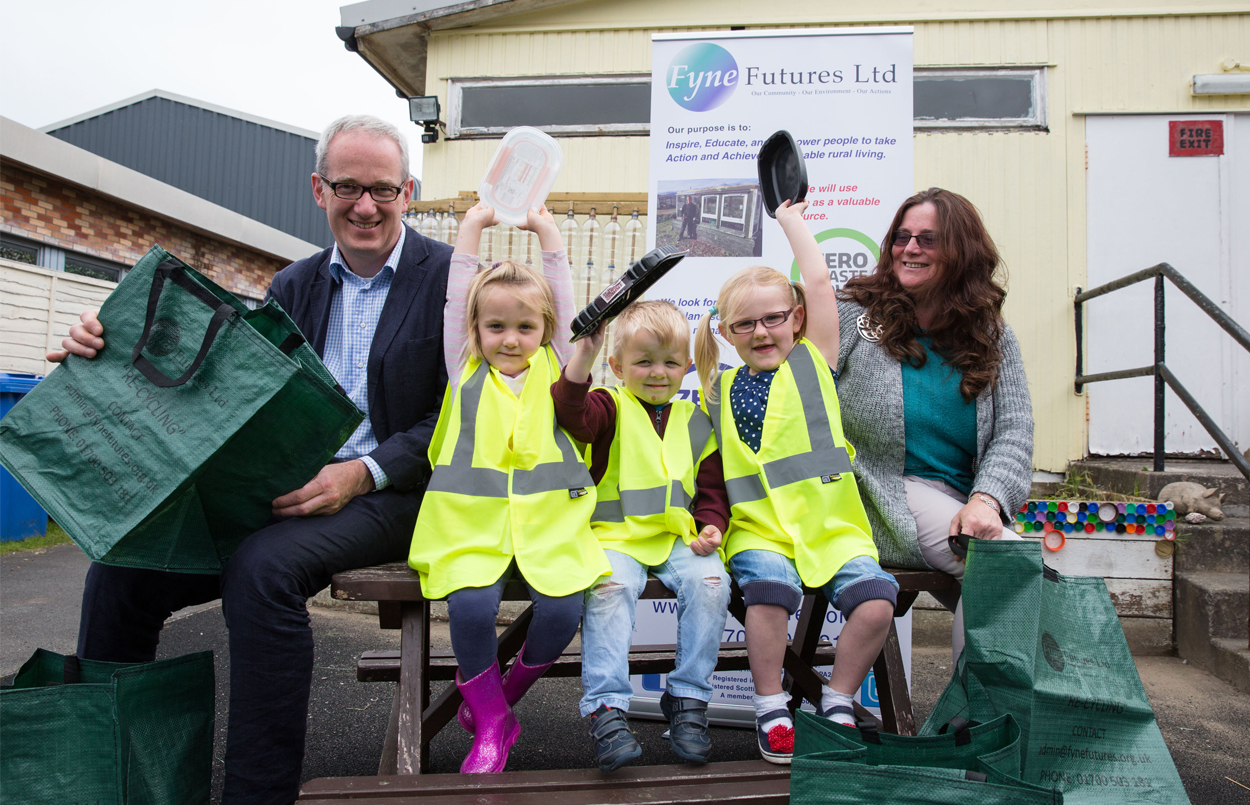 L-R Frank Stubbs from Zero Waste Scotland, children from Bute, Reeni-Kennedy Boyle of Fyne Futures.