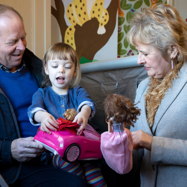 Roseanna Cunningham MSP checks-out Perth Toy Library during Pass it on Week